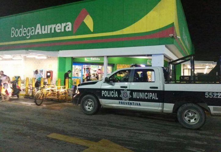 Los delincuentes se llevaron el dinero de las cajas ocho y nueve del supermercado. (Foto: Redacción/SIPSE)