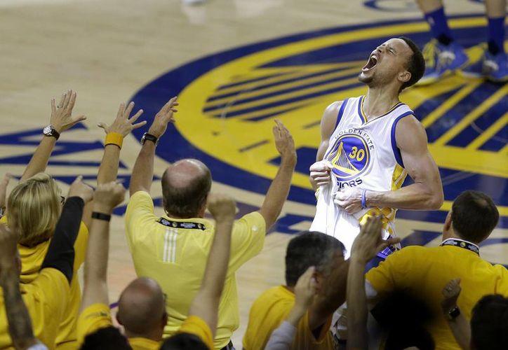 Stephen Curry está dispuesto a lucir con Golden State en la final Cavs vs Warriors, que inicia este jueves. (Archivo AP)