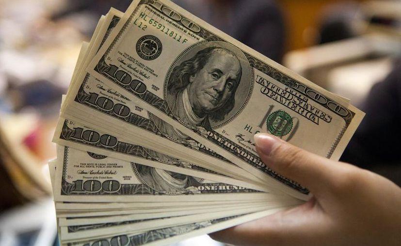 En el mercado cambiario, el peso cerró la sesión con una depreciación de 1.06%. (Contexto/Internet).