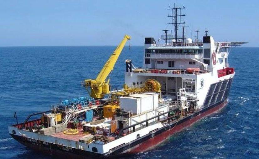 Pemex contrató a Oceanografía para trabajos de mantenimiento e inspección de pozos petroleros. En la imagen, el buque Caballo de Mar propiedad de la empresa. (Facebook/Oceanografía)