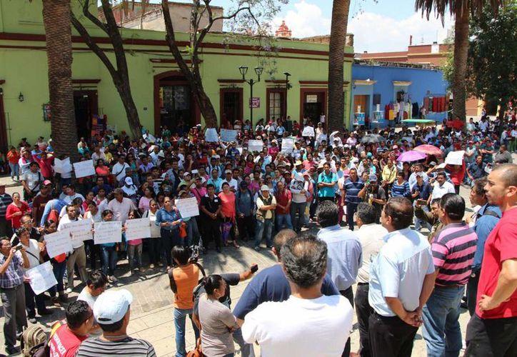 Según la Presidencia, en Oaxaca se ha dado una violación absoluta a la obligatoriedad establecida en la Constitución de armonizar las leyes locales a la reforma educativa federal. (Archivo Notimex)
