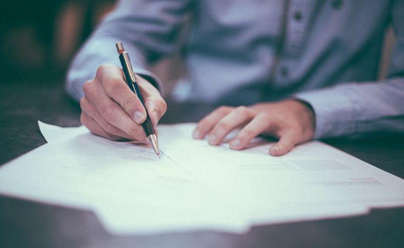 Los estafadores obtienen datos personales y entregan documentación falsa. (Pixabay/ Imagen ilustrativa)