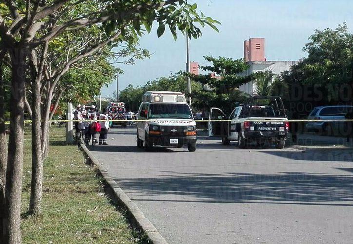 Un elemento policíaco fue herido de bala esta tarde en la Supermanzana 260. (Redacción/SIPSE)