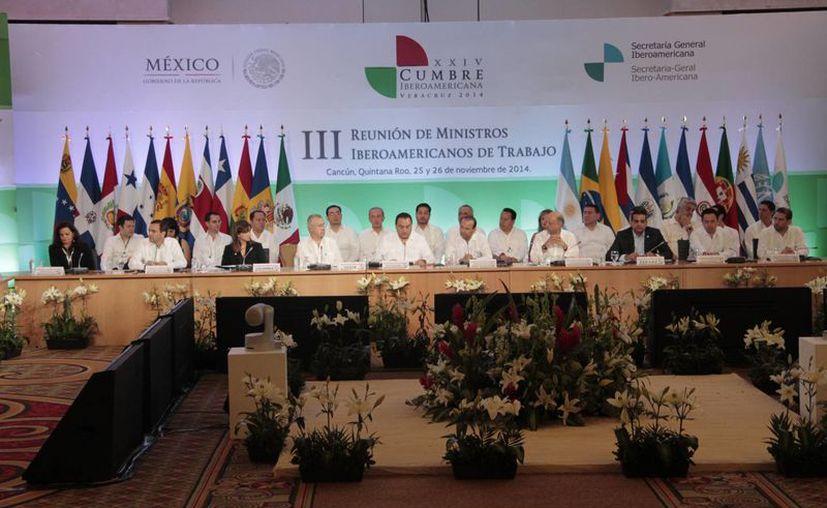 Ministros de 20 países de Iberoamérica tratan el panorama laboral en Cancún. (Tomás Álvarez/SIPSE)