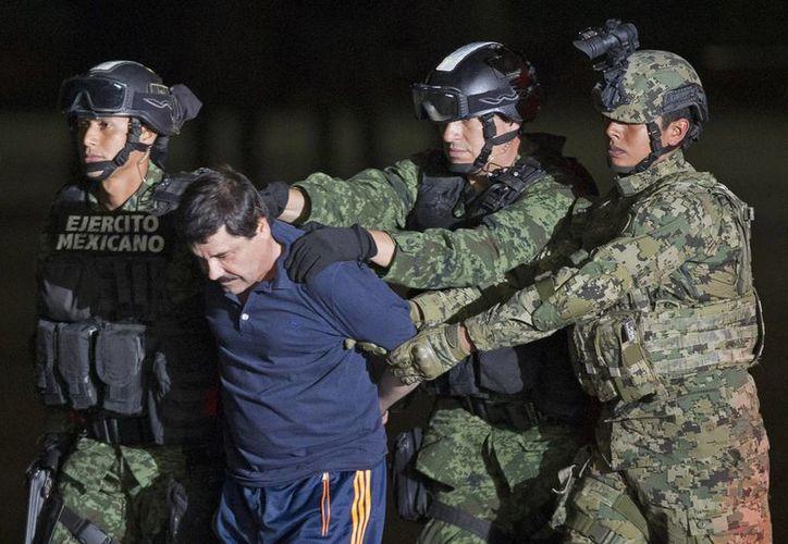 'El Chapo' fue presentado ante la prensa en el Hangar Presidencial del Aeropuerto de la Ciudad de México. (AP)