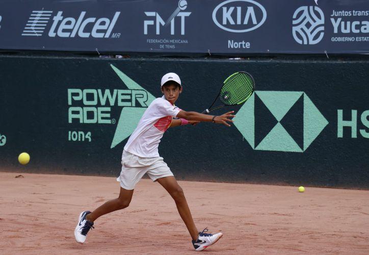 El yucateco Rodrigo Pacheco salió avante en la larga jornada tenística en el Club Campestre.