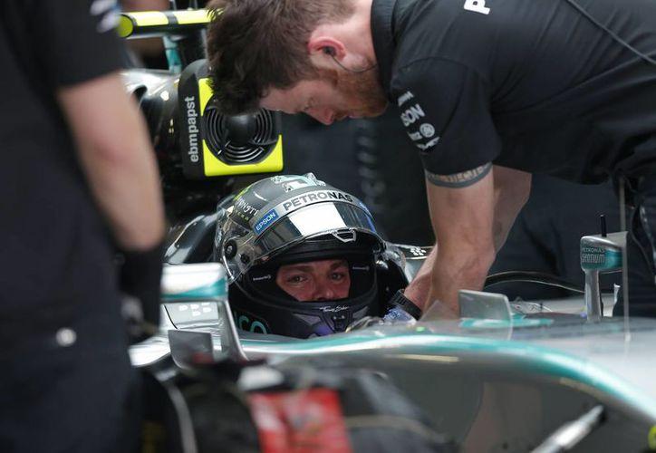 El alemán Nico Rosberg fue el mejor piloto en los segundos entrenamientos libres del Gran Premio de México. (Fotos: AP)