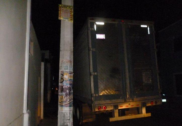 El centro histórico de Motul quedó a oscuras por causa de un camionero descuidado. (Cortesía)