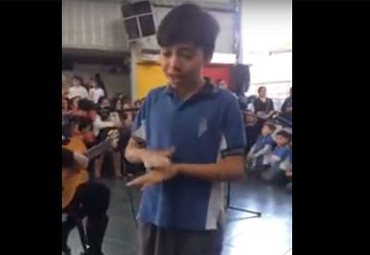 La conmovedora postal tuvo lugar en un colegio de la ciudad de Roncagua, en Chile. (Foto: Captura del video)