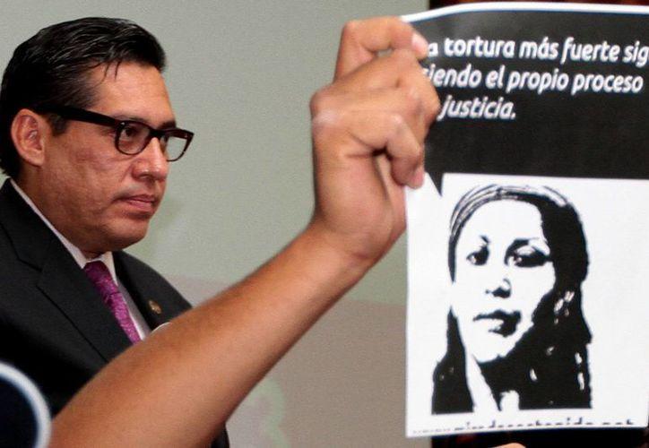 El ombudsman capitalino Luis González Placencia, durante la presentación de la recomendación 7/2013. (Notimex)