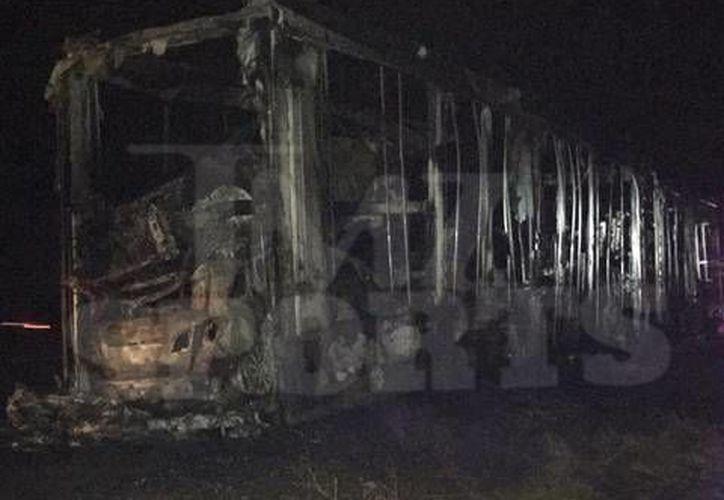 Varios autos de lujo del boxeador Floyd Mayweather fueron consumidos por las llamas mientras eran transportados de Las Vegas a Miami. (izquierdazo.com)