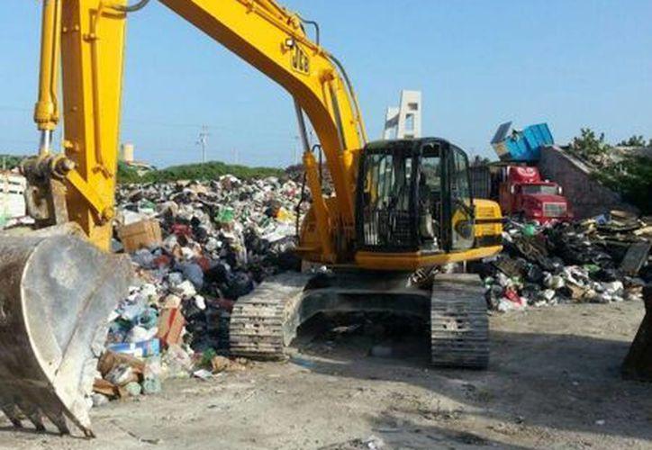 La madrugada del sábado lograron retirar más de 160 toneladas de basura en Isla Mujeres. (Redacción/SIPSE)