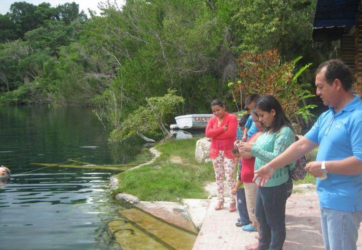 En el Cenote Azul planean agregar atractivos, como un breve recorrido histórico que incluye objetos reales, como pistolas y cazos. (Javier Ortiz/SIPSE)