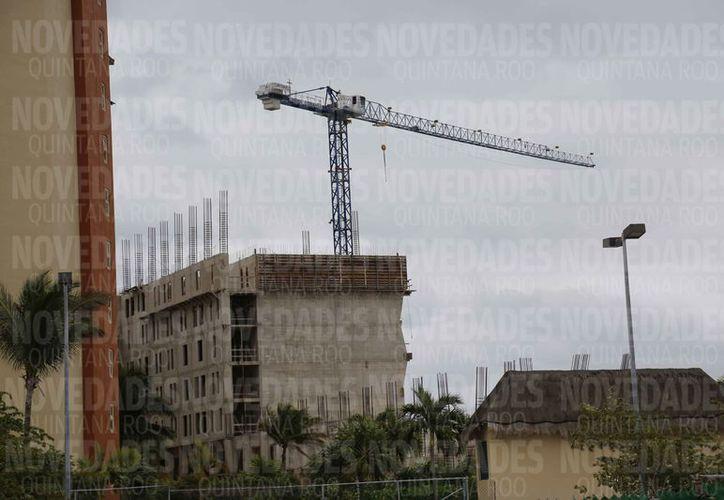 Continúan construyendo desarrollos turísticos en la zona continental. (Jazmín Ramos/SIPSE)