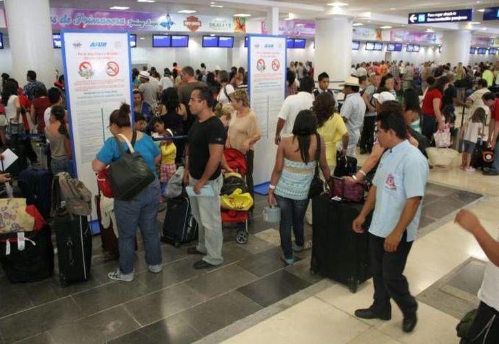 El aeropuerto de Cancún, que moviliza el 73 por ciento de los pasajeros de ASUR, incrementó su tránsito de personas 13%. (Redacción/SIPSE)