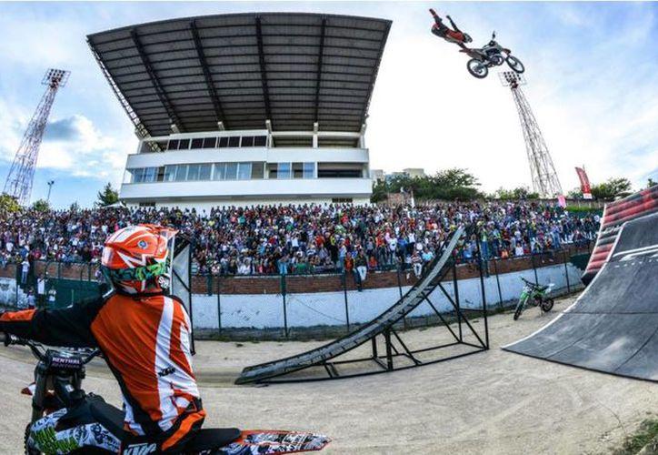 Él es uno de los pilotos  que podrás ver 'volar' en Mérida. (Foto: facebook Astral Flyers)