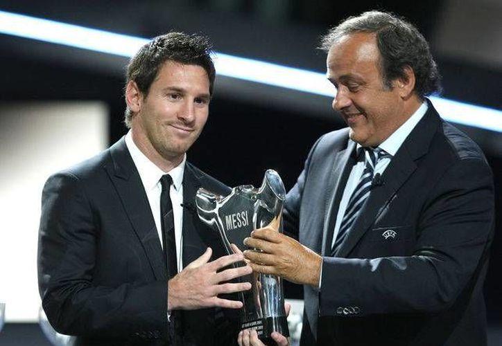 Lionel Messi y Michel Platini son dos de los nombres del deporte internacional que aparecen en la investigación 'bomba' sobre los paraísos fiscales en Panamá. (Archivo AP)