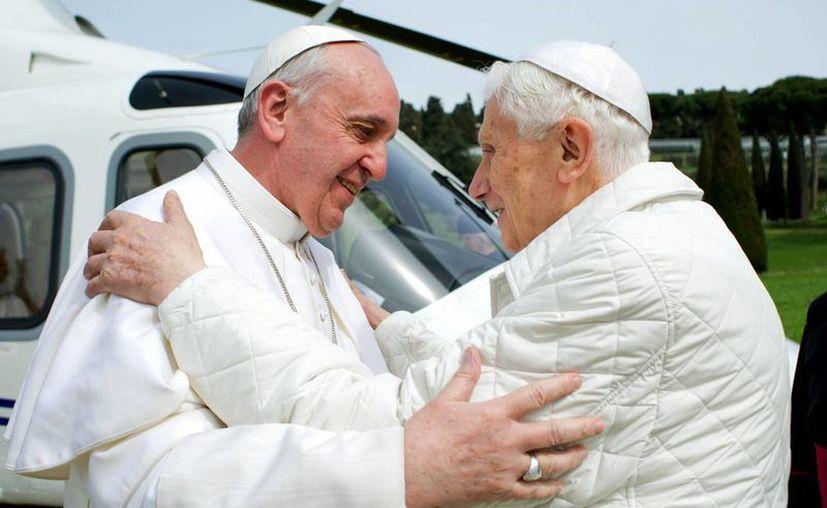 El Papa Francisco se reunió con su antecesor, Benedicto XVI. (Agencias)