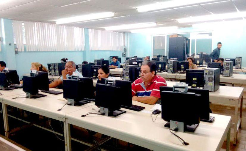 Los aspirantes fueron evaluados en Chetumal, Felipe Carrillo Puerto, Cancún y Playa del Carmen.  Aplican profesores para promociones. (Foto: Redacción / SIPSE)