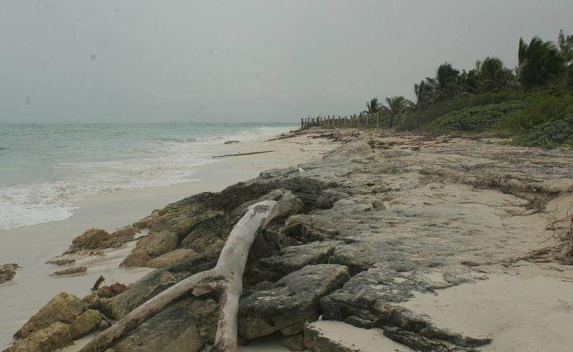 El viernes, dos cuerpos fueron encontrados en la playa conocida como Isla Blanca. (Tomás Álvarez/SIPSE)