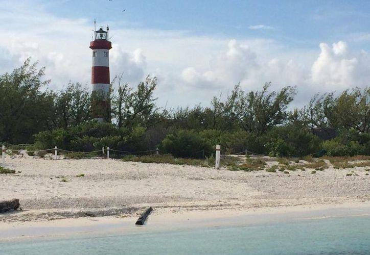 La búsqueda del barco incluye la zona del Arrecife Alacranes, porque ahí fueron las últimas señales del GPS de la embarcación desaparecida. (Facebook)