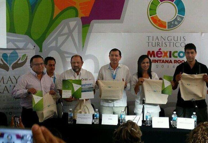 Estuvieron presentes la secretaria de Turismo estatal, Laura Fernández y el representante de Banco Interamericano de Desarrollo, Alberto Bucardo. (Twitter/SIPSE)
