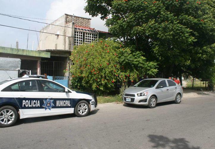 Las autoridades investigan el caso entre los vecinos. (Harold Alcocer/SIPSE)