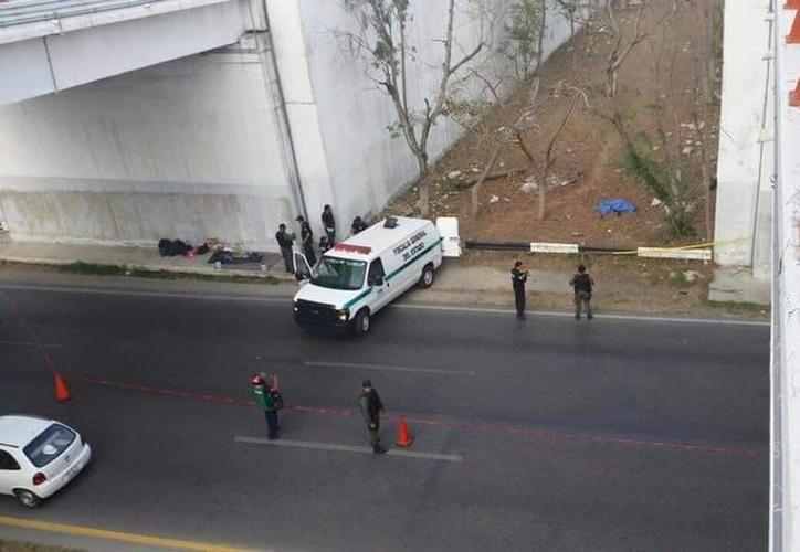 Peritos de la Secretaría de Seguridad Pública (SSP) acudieron para el deslinde de responsabilidades. El automóvil fue pérdida total. (SIPSE)