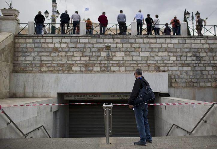 En Atenas, Grecia, no hay servicio de transporte, a causa de la segunda huelga general que paralizó a ese país. (AP)