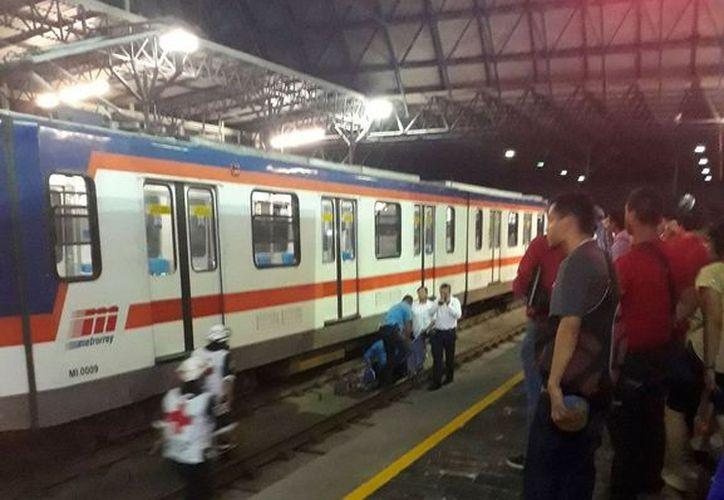 Debido al accidente, se suspendió la línea uno del metro. (Foto: @retioMTY/Twitter)