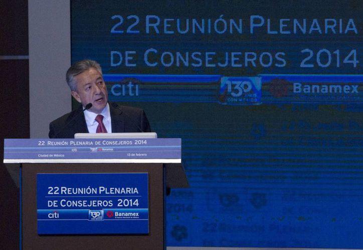 Manuel Medina Mora expresó su gratitud hacía todas las personas que lideró los últimos cinco años al frente de la banca de consumo. (Archivo/Notimex)