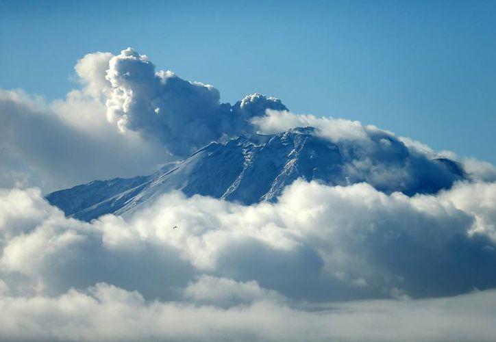 Vista general del volcán Calbuco, en la localidad de Puerto Varas, en la región de Los Lagos, en el sur de Chile. (EFE)