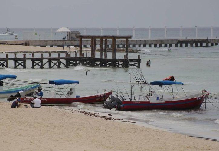 Se  registró poca demanda de servicios en la playa por el mal tiempo. (Adrián Barreto/SIPSE)