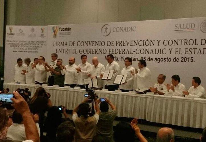 La Conadic y el Gobierno del Estado firmaron un convenio de colaboración para el combate a las adicciones. (Coral Díaz/SIPSE)