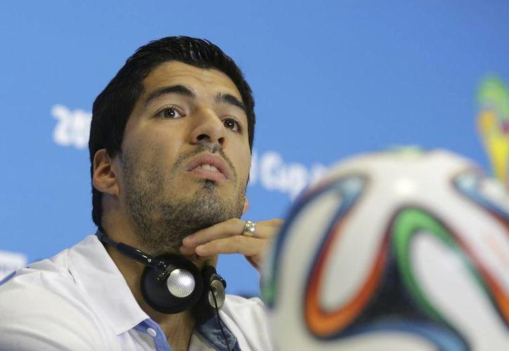 Suárez llevó a Uruguay a semifinales en Sudáfrica 2010, pero ahora cometió una mordida que derivó en su expulsión de Brasil 2014. (Foto: AP)