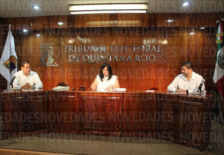 En la sesión del Teqroo se dijo que no se tomaron en cuenta algunos puntos, por lo cual se regresa al Ieqroo. (Joel Zamora/SIPSE)