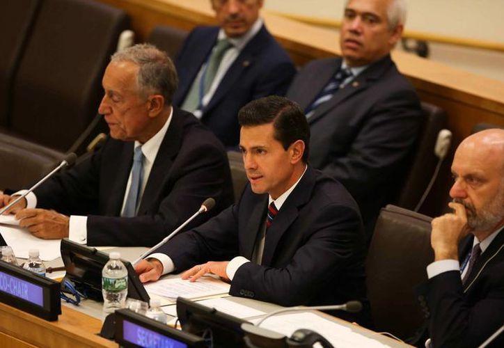 Peña Nieto durante la mesa redonda de respuesta a desplazamientos de refugiados y migrantes, en el período 71 de sesiones de la Asamblea General de Naciones Unidas, en Nueva York. (EFE)