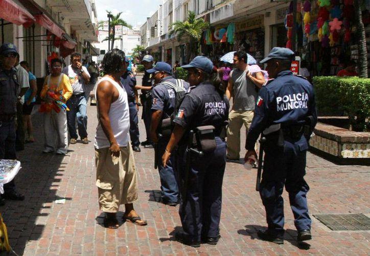 Imagen de un operativo de vigilancia de la Policía Municipal de Mérida por calles del centro de la ciudad. (Milenio Novedades)