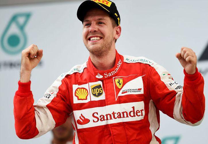 El alemán Sebastian Vettel, registró el tiempo más rápido de la jornada realizada en el Hugaroring. (Daily Star)