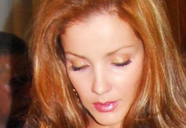 """La última participación de Karla Álvarez fue en la telenovela """"Qué bonito amor"""", donde compartió créditos con Pablo Montero y Jorge Salinas. (Archivo Notimex)"""