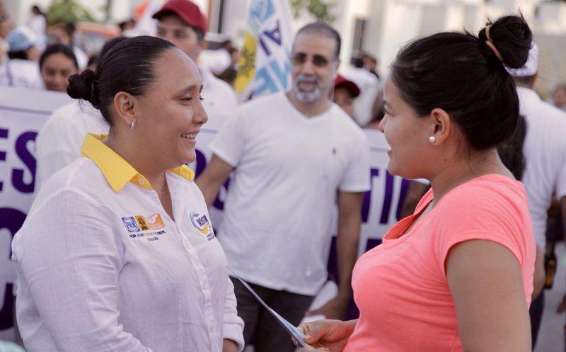 Cristina Torres continúa recorriendo las calles del municipio de Solidaridad. (Redacción)
