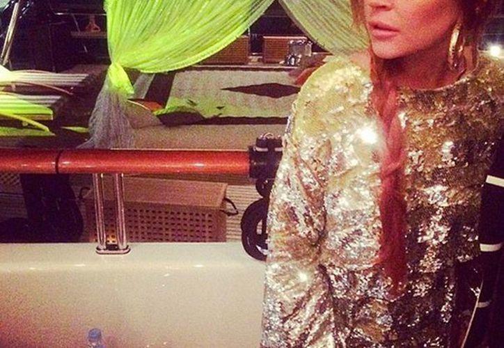 La actriz y cantante Lindsay Lohan reveló que, en 2012, cuando cumplía una condena de trabajo comunitario en la morgue de Los Angeles, le tocó preparar el cadáver de Whitney Houston porque nadie quería hacerlo. La imagen es de contexto. (excelsior.com.mx)