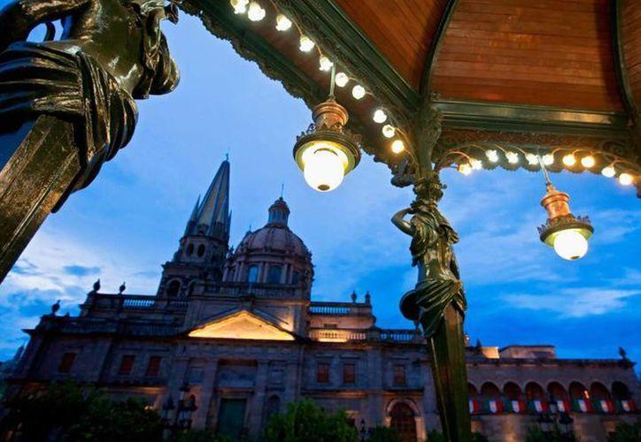 La ciudad de Guadalajara, cuya Catedral aparece en la imagen, será la sede de la conmemoración del Día Mundial del Turismo en septiembre próximo. (visitmexico.com)