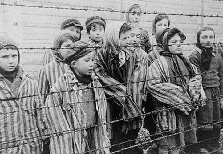 Imagen de archivo que muestra a niños judíos en campos de concentración nazi. Imagen de contexto. (Agencias)