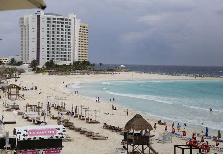 Los turistas disfrutan del clima cálido de este destino turístico. (Israel Leal/SIPSE)