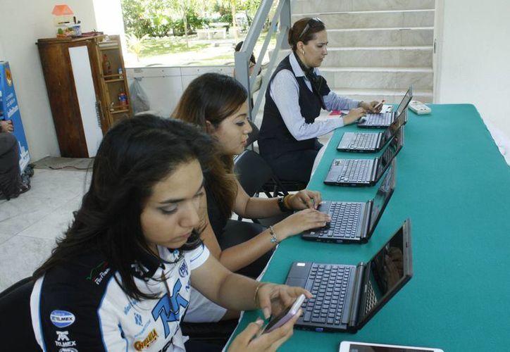 Conmemoraron el Día Mundial de Internet con actividades recreativas haciendo uso de la red. (Tomás Álvarez/SIPSE)