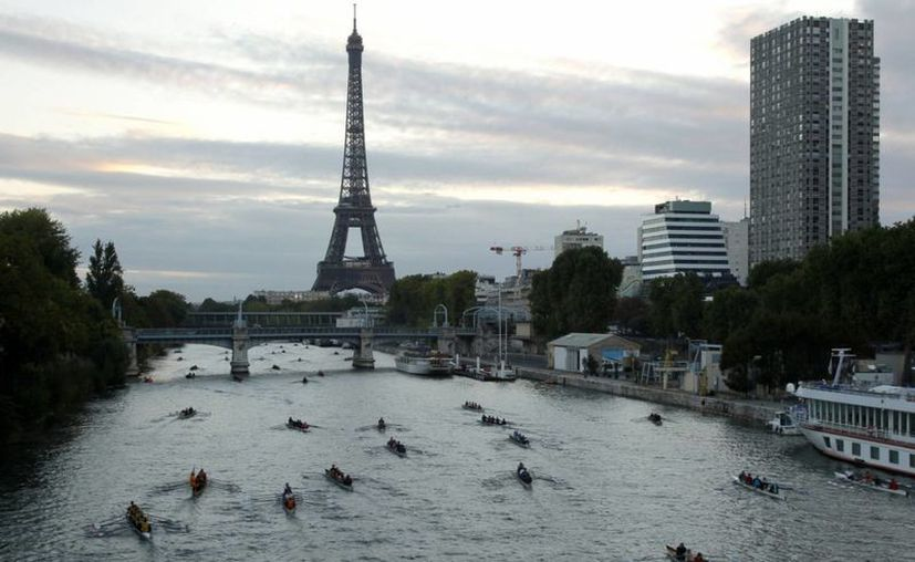 Los visitantes del famoso monumento parisino tuvieron que ser desalojados del lugar. (SIPSE)