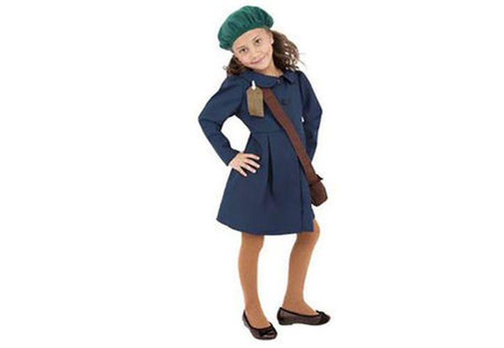 El disfraz estaba compuesto por un vestido azul abotonado por delante y una boina verde. (López Dóriga Digital)
