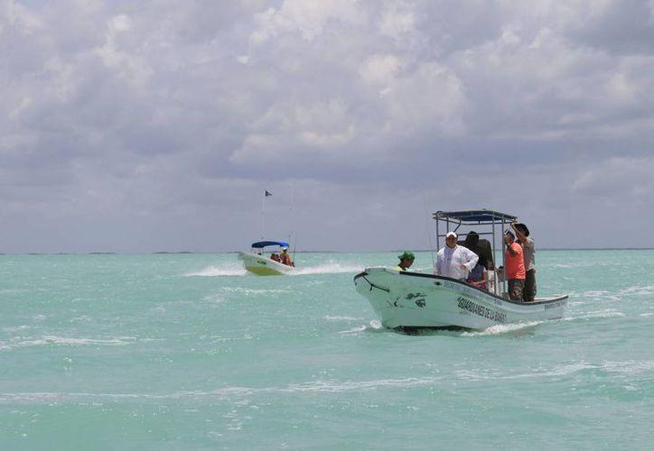 Las boyas que tiene luz señalarán las partes bajas a fin de evitar encallamientos en el arrecife. (Harold Alcocer/SIPSE)