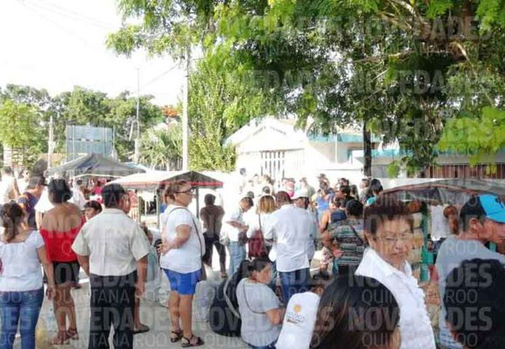 Atrasos en el inicio de votaciones en Leona Vicario. (Fernanda Duque/SIPSE)